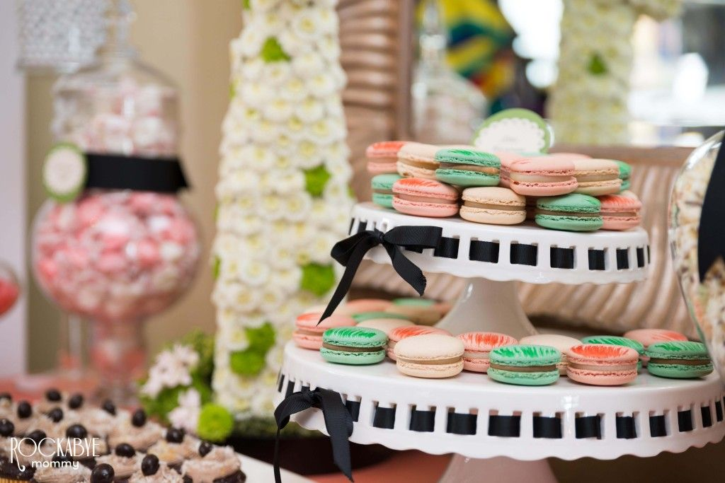 This baby shower features darling animal floral sculptures and so many sweet details! #babyshower