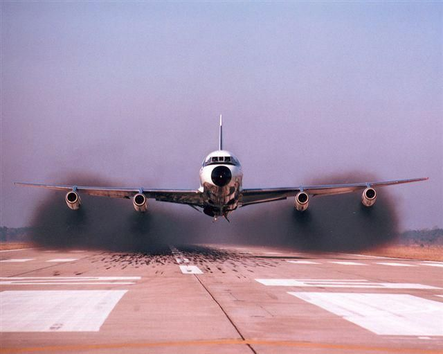 Convair CV 880 Full Throttle... today people would think the plane is about to crash with all that smoke. Beautiful!!!