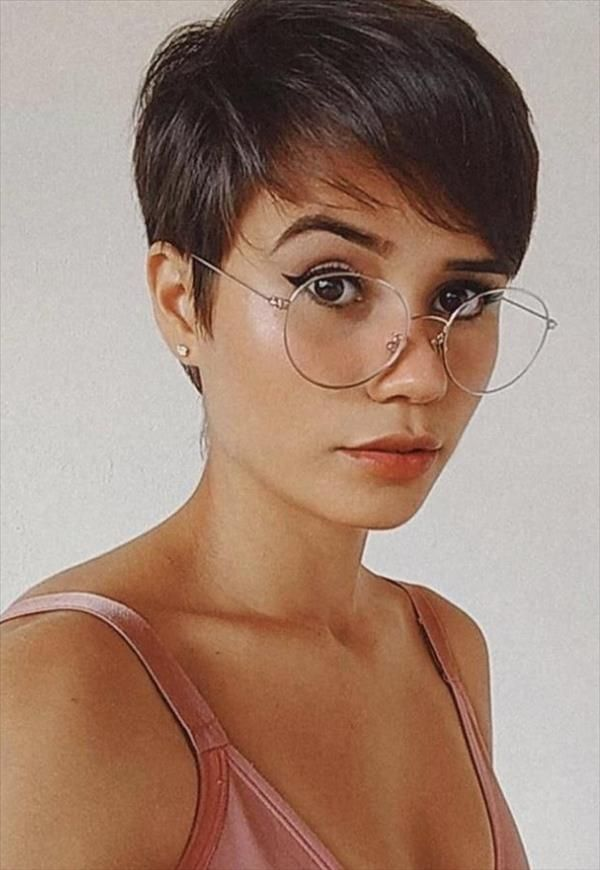 40 Chic Female Short Hairstyle Design To Be Cool Latest Fashion Trends For Woman In 2020 Pixie Haircut For Thick Hair Pixie Haircut Thin Hair Thick Hair Styles