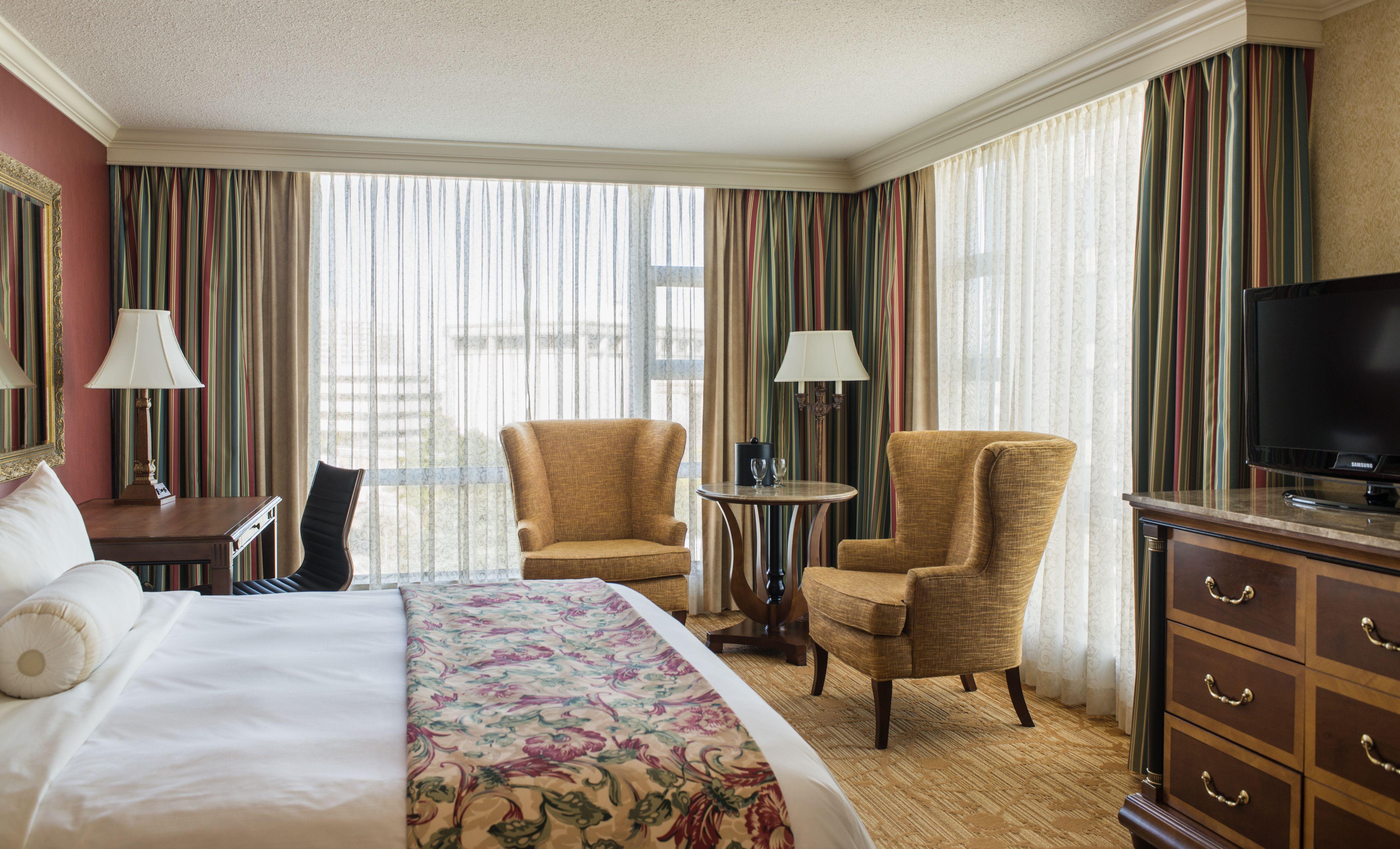 King Bedded Room Victoria Marriott Inner Harbour (con