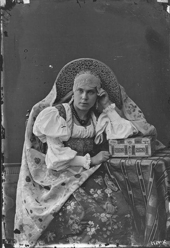 Женщина в сарафане и кокошнике. Виды Н.Новгорода, портреты ...