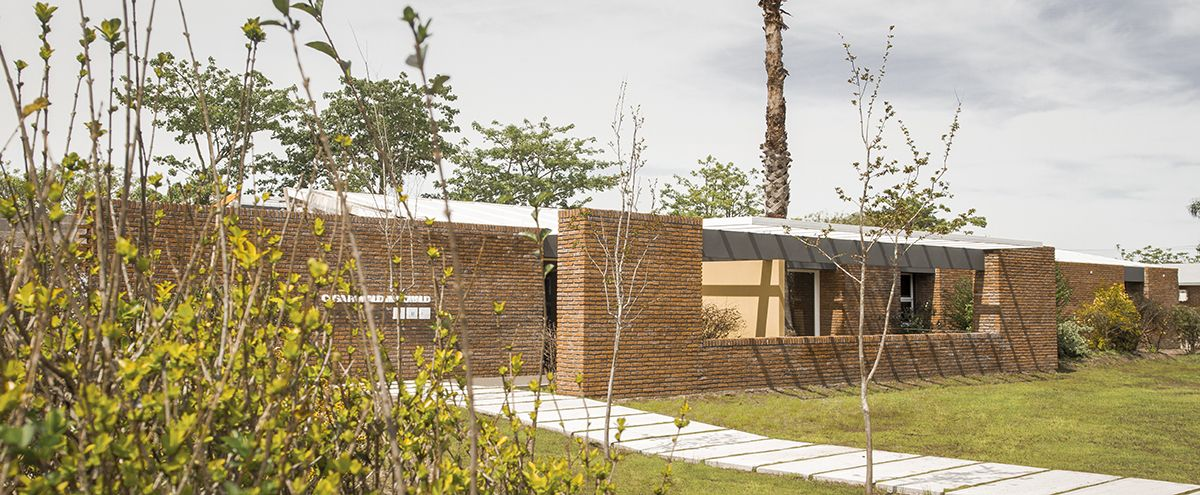 Casa Ronald, en Uruguay.- #ARQAUY #arquitectura #architecture   Fotos y planos: