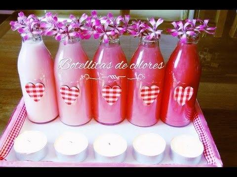 DIY: centro de mesa con botellas de colores, flores y velas. Recicla tus botellas.