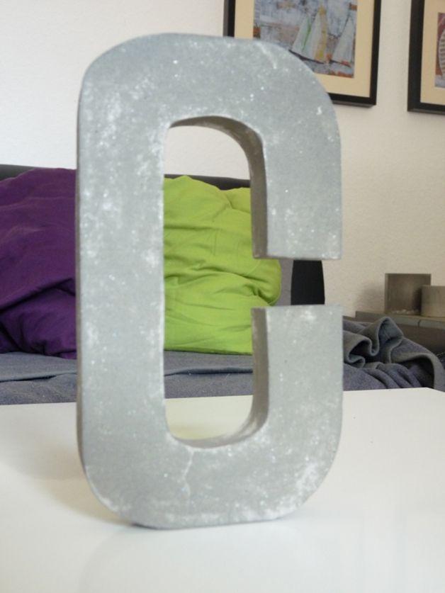 Buchstabe C aus Beton / letter c concret