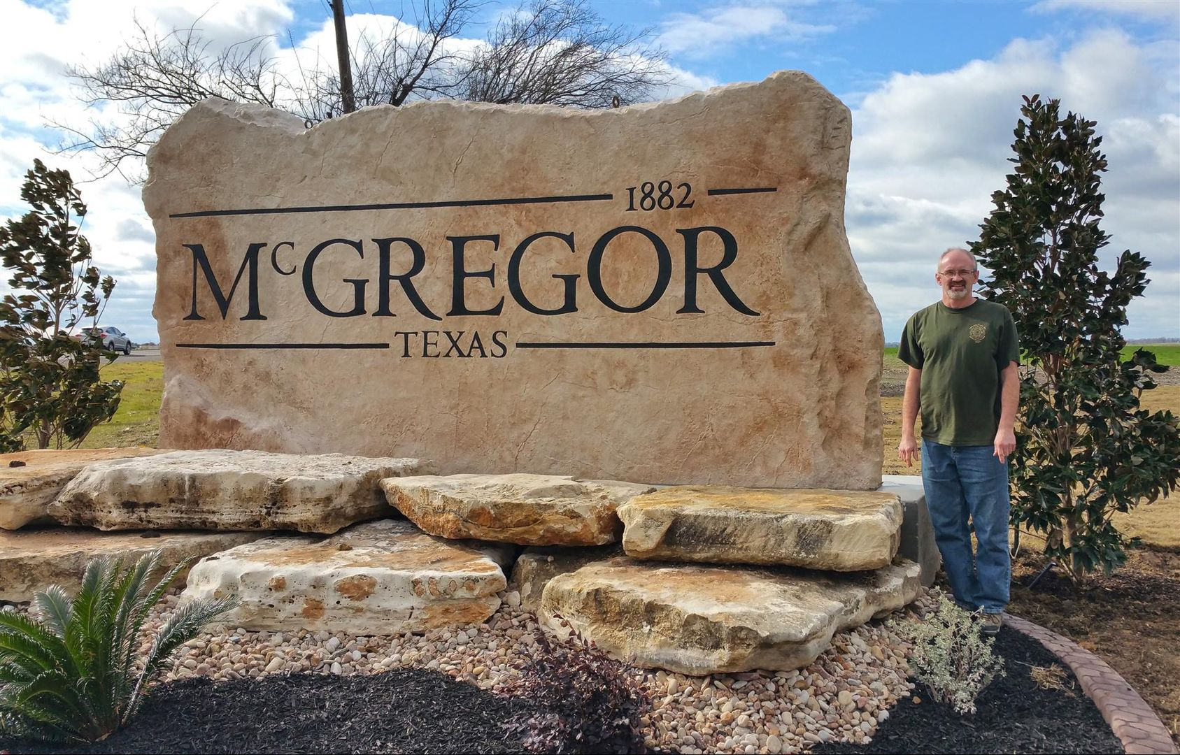 We specialize outdoor business signs for landscape,memorial stones ...