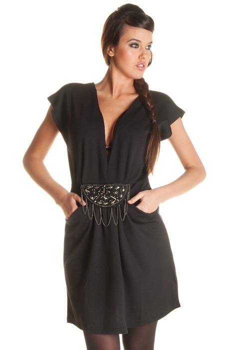 A seulement 20,33 euros, notre jolie robe tunique que la blogueuse Mymy Mode avait porté lors d'un précédent article mode à voir en photos !    Le robe est disponible ici : http://www.mademoiselle-fashion.com/80222-robe-tunique-femme-col-v-avec-poche-et-accessoires/product    L'article est à lire ici : http://www.mymymode.com/2012/12/11/50-shades-of-fashion/
