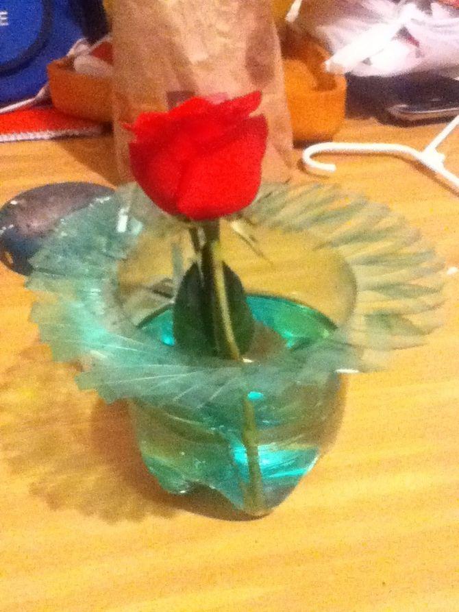 Make A Vase Out Of A Plastic Bottle Plastic Bottles Bottle And
