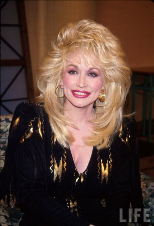Best Of Dolly Parton Hairstyles 39 Photos For Your Inspiration Be Trendsetter Dolly Parton Wigs Dolly Parton Hair Styles