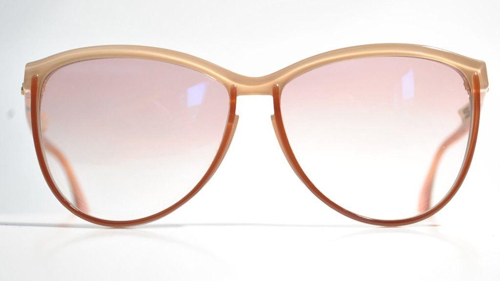 Silhouette 1085  Bella montatura Silhouette in acetato rosa e lenti rosa sfumate, modello oversize.