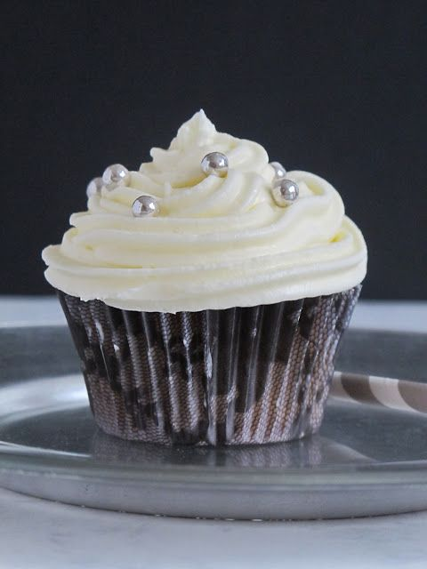 MERENGUE EN THERMOMIX.To be Gourmet: Cupcakes de guindas y merengue suizo. Sorteo Mandisign.