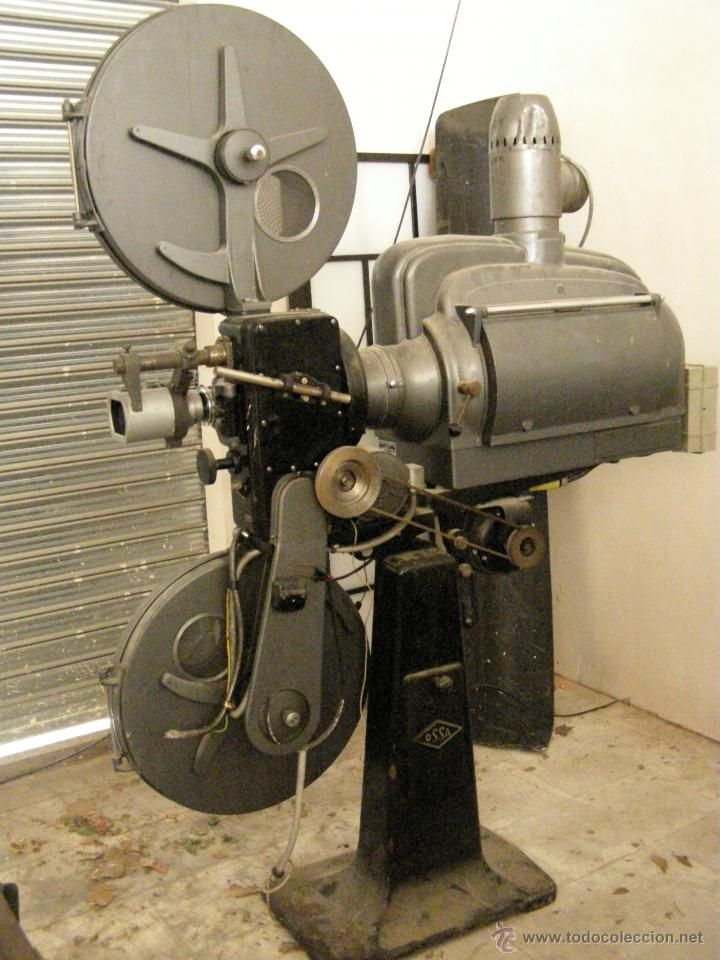 Proyector De Cine Ossa Vi Anos 60 Envio Gratuito En Un Radio De 400 Km Desde Valencia Movie Projector Pictures Table Fan