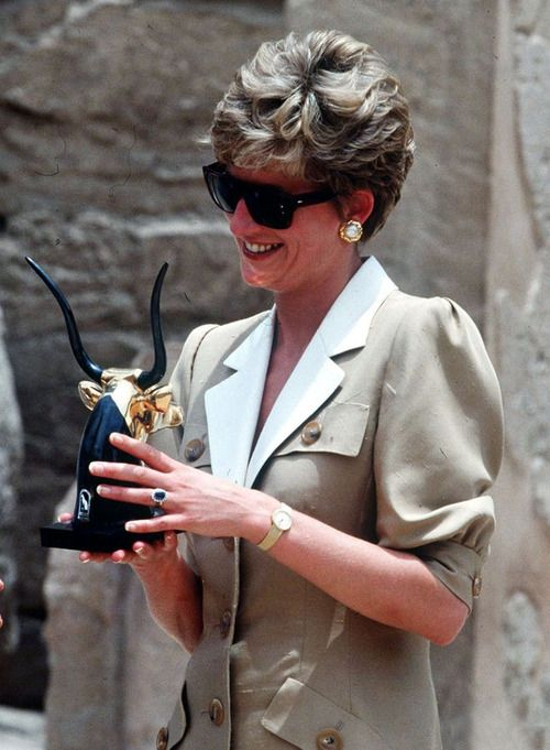 Diana at the Karnak Temple, Valley of the Kings, during her visit to Egypt in 1992.