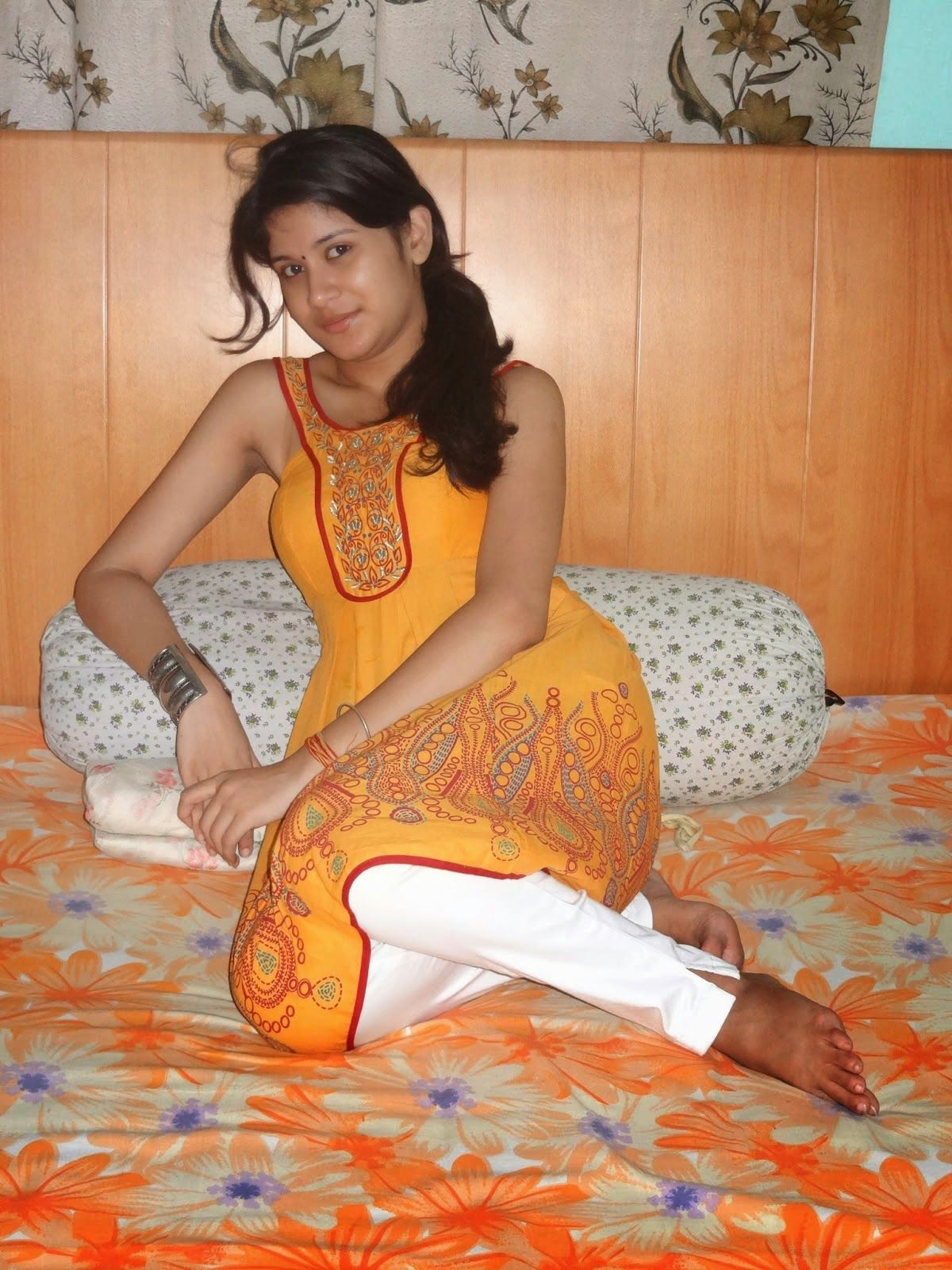 Hot Cleavage Real Life Bhabhis Spicy Aunties Deep Cleavage Boobs Hot Desi Girls Navel Sexy Shapes Curves Please Follow And Repin For More Hot
