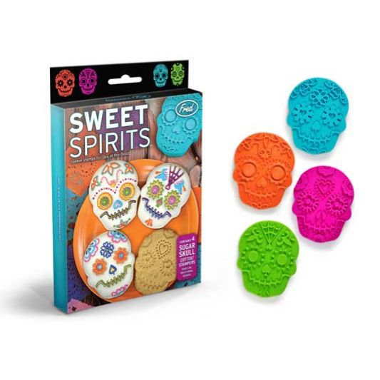(Got these today for me! I think I like them un-iced. Galletas de los muertos, mi casa, esta fin de semana!) Sweet Spirits Cookie Cutters - Dia de los muertos