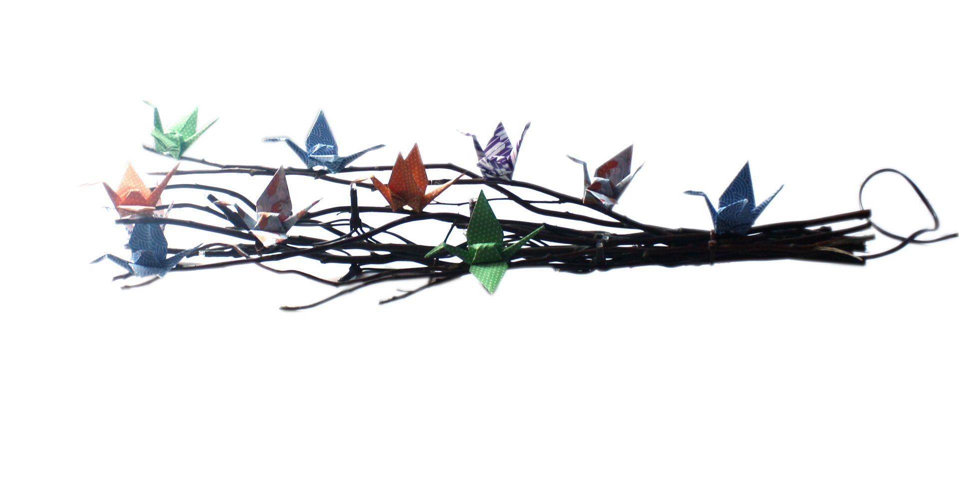 fagot de bois et grues origami d coration de no l pour centre de table ou meuble guirlande. Black Bedroom Furniture Sets. Home Design Ideas