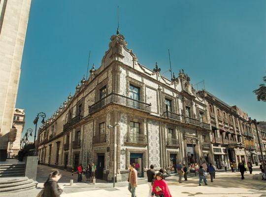 Un lugar muy famoso del centro el sanborns de los azulejos Sanborns de los azulejos mexico