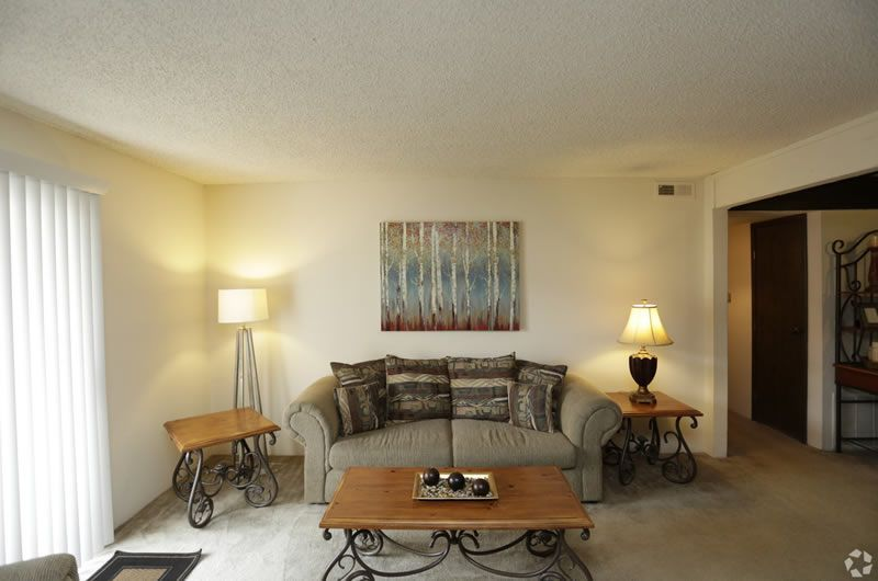 Premier Suites Furnished Apartments Wichita Stay With Windham Court Wichita Furnished Premier Suites Apartments For R Furnished Apartment Home Renting A House