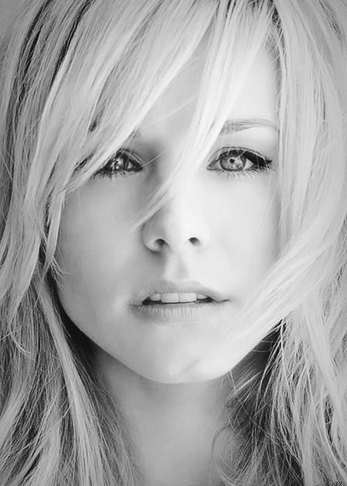 Face frame | Celebs | Pinterest | Kristen bell, Face and Messy hair