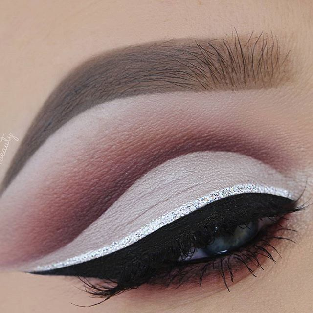 Soft New Years Makeup Look ❤ Used Products:  BROWS @anastasiabeverlyhills #Dipbrow Pomade in 'Taupe' & 'Medium Brown' + Tinted Brow Gel in 'Granite' LASHES @lashreveur in 'Rosie' EYES  #anastasiabeverlyhills #ModernRenaissance Palette @tartecosmetics Tarteist Clay Paint Liner  @nyxcosmetics White Liquid Liner  @makeupstore Glitter Eyeliner in 'Diamond' BRUSHES #SigmaBrushes (Use the code 'CINDA' for $$ off) + #MorpheBrushes #eotd #makeupbyme  #makeupslaves #melformakeup  #universodamaquia... #glittereyeliner