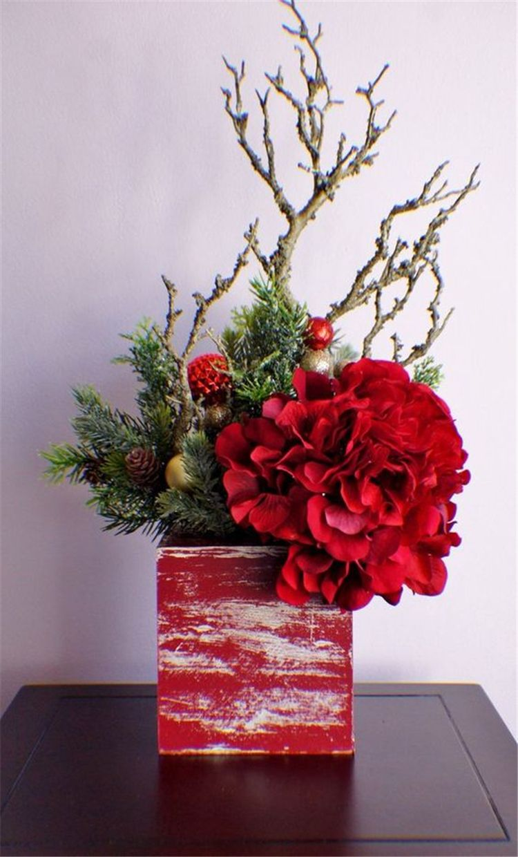 30 Amazing Front Porch Christmas Decorating Ideas Page 17 Chic Cuties B Christmas Flower Arrangements Christmas Floral Arrangements Christmas Arrangements