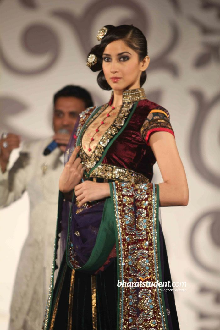 Hindi Events Vikram Phadnis Collection at Aamby Valley India Bridal Week 2010 Photo gallery