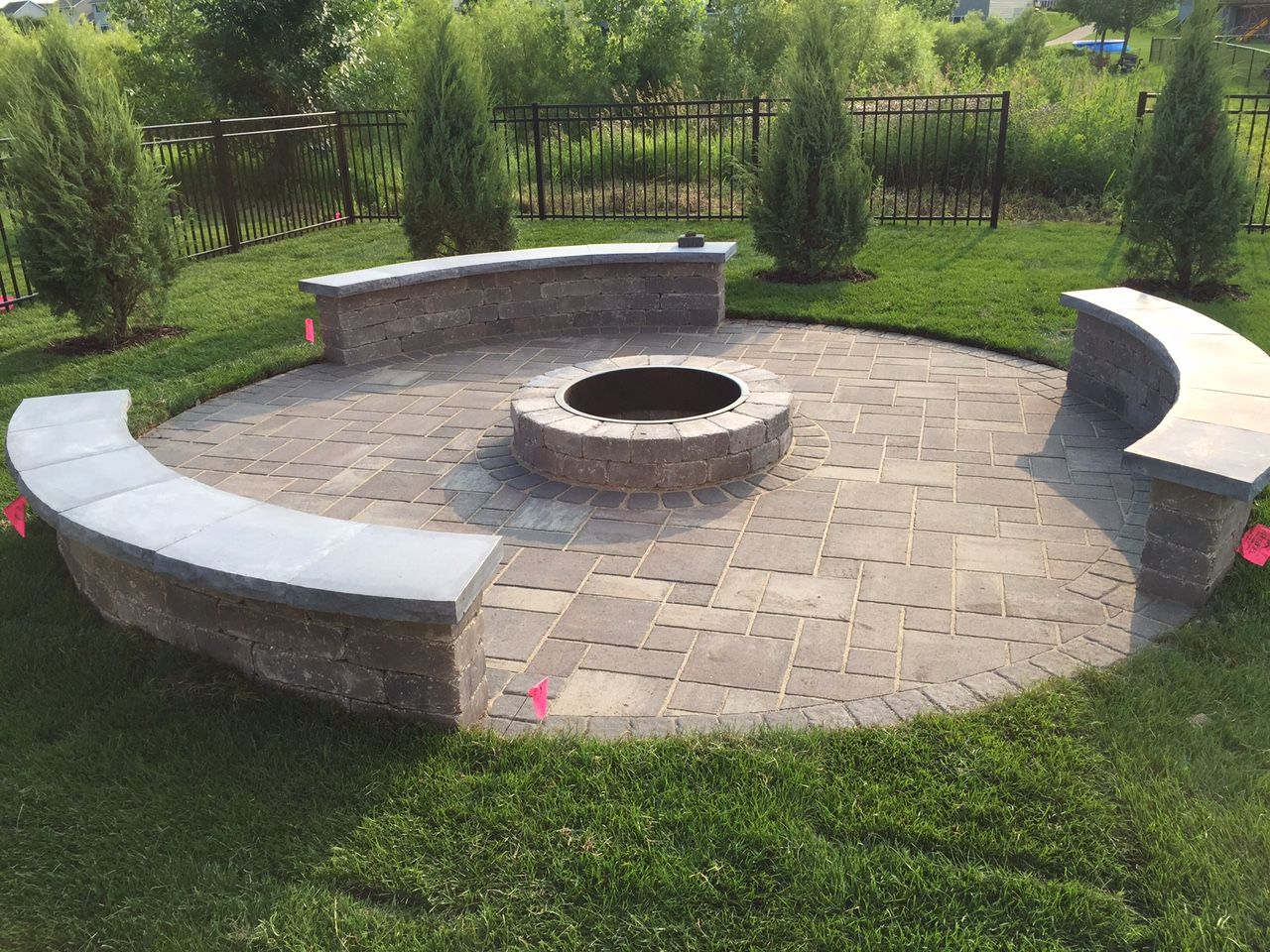 Exceptionnel Rockwood Riverland Seat Wall With Silver Creek Caps, Rockwood Grand Fire  Pit Ring, Interlock
