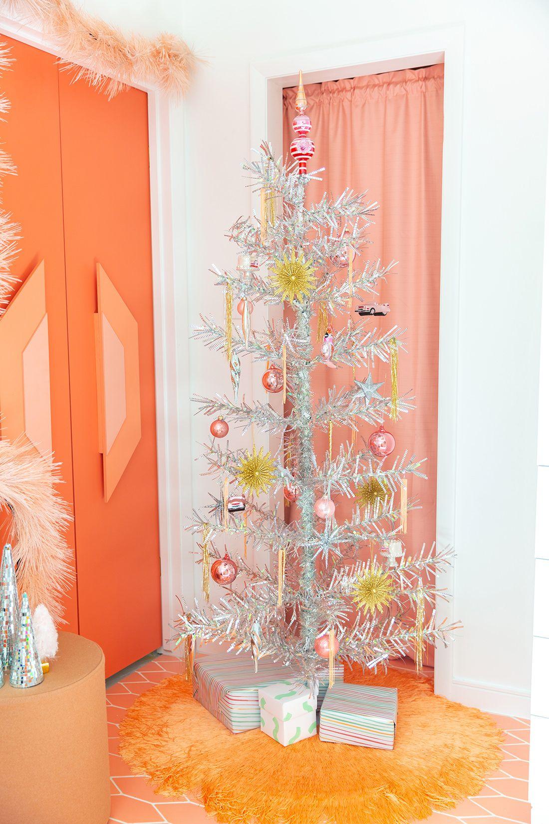 Stunning Ways To Decorate A Silver Christmas Tree Treetopia Elegant Christmas Tree Decorations Silver Christmas Tree Tinsel Christmas Tree