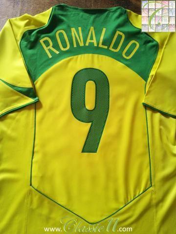 234422656b8 Relive Ronaldo s 2004 2005 international season with this original Nike Brazil  home football shirt.