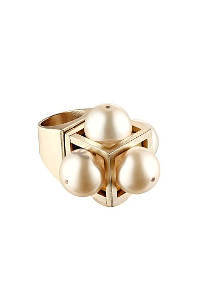 Chanel - Accessories - 2014 Spring-Summer - very cool statement pearl ring!