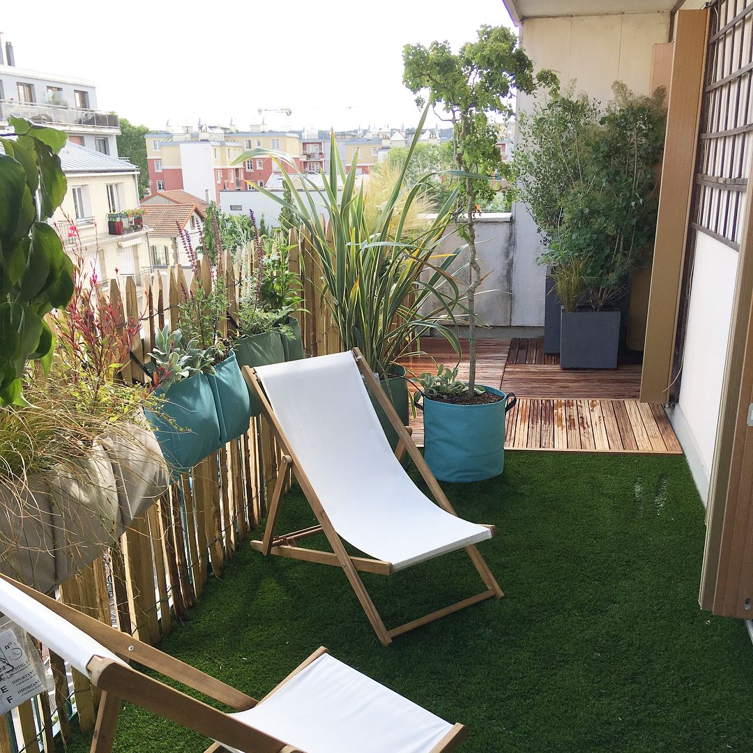 comment aménager un balcon farniente en ville : transat, gazon