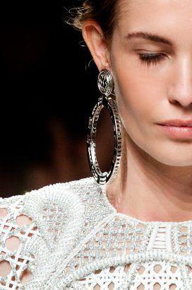 6 Hoop earring trends we love. #accessories #hoop