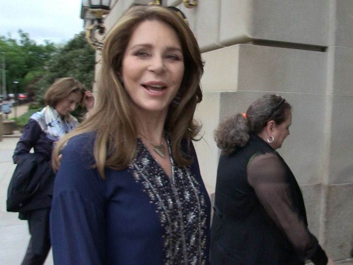 Queen Noor of Jordan Says It's Impossible To Compare Her to Melania Trump (VIDEO)