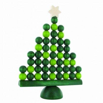 Aarikka JOULUKUUSI Weihnachtsbaum aus Holz, 28 cm hoch, grün  Sei es als Weihnachtsdekoration oder gar als Weihnachtsbaum-Ersatz auf Reisen oder in kleinen Räumen - der JOULUKUUSI wird Sie erfreuen und Vorfreude auf das Fest verbreiten. Das typische aarikka Design-Motiv der Holzperlen wurde für den Weihnachtsbaum neu interpretiert und zeigt ihn ganz modern und ungewohnt.  Erhältlich in den Farbvarianten grün und natur/weiß.