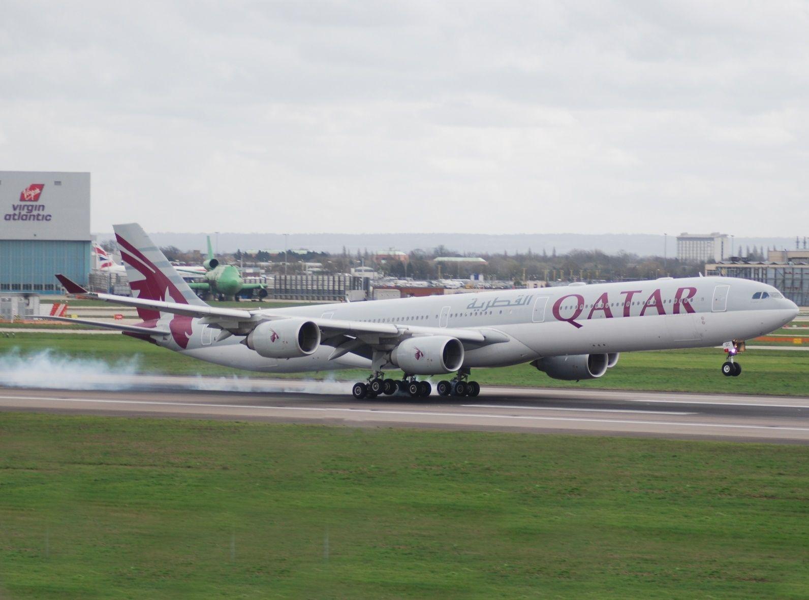 Bombardier Global 5000 w barwach Qatar Airways