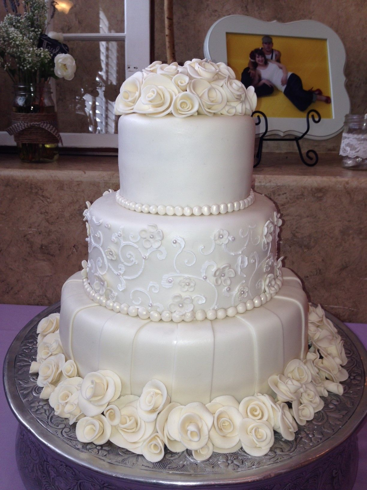 Beautiful White Chocolate Roses top and bottom of this wedding cake ...