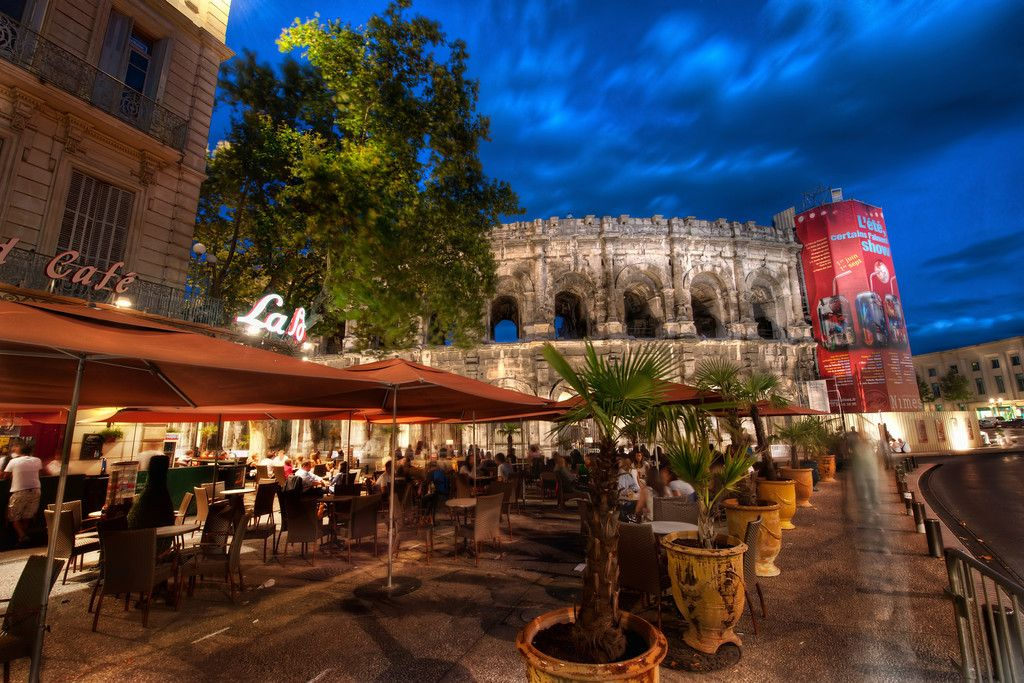 Late afternoon, who wouldn't wish to be in this cafe right next to the Coliseum?