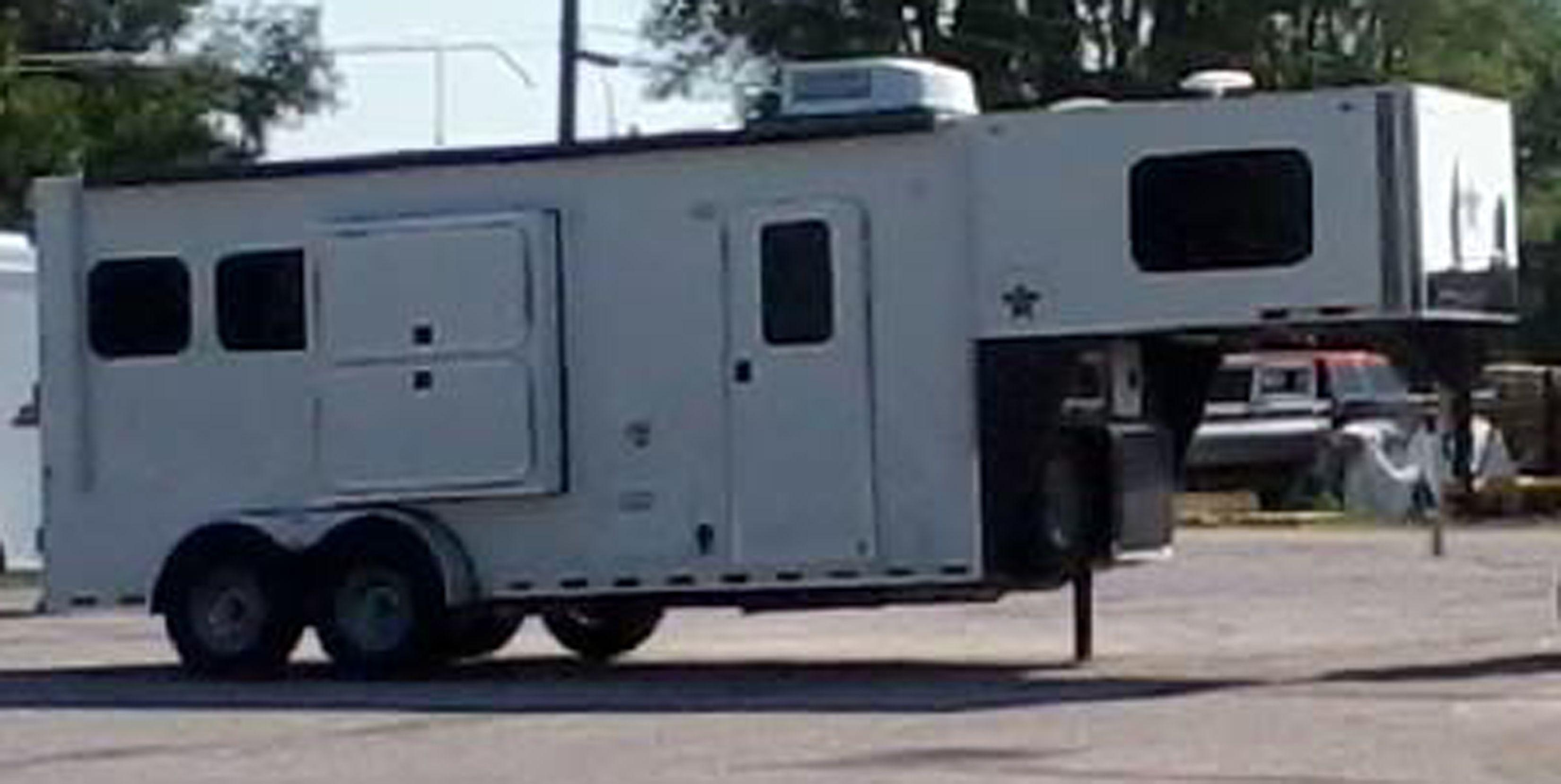 6 Living Quarters 2h Gooseneck Demo Horse Trailer For Sale Serious Inquiries Contact Montanahorse Horse Trailers For Sale Horse Trailer Recreational Vehicles