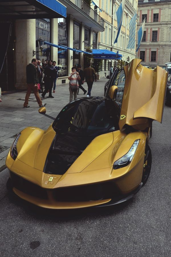 La Ferrari black & gold | photographer #ferrarilaferrari