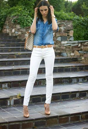 ed1ee51b3b9 This outfit includes purple Zara s shirts and white jeans of the brand  Stradivarius