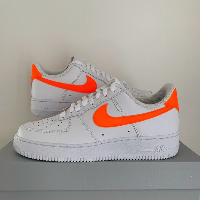 Neon orange swoosh Air force 1 in 2020 | Outfit ideen ...