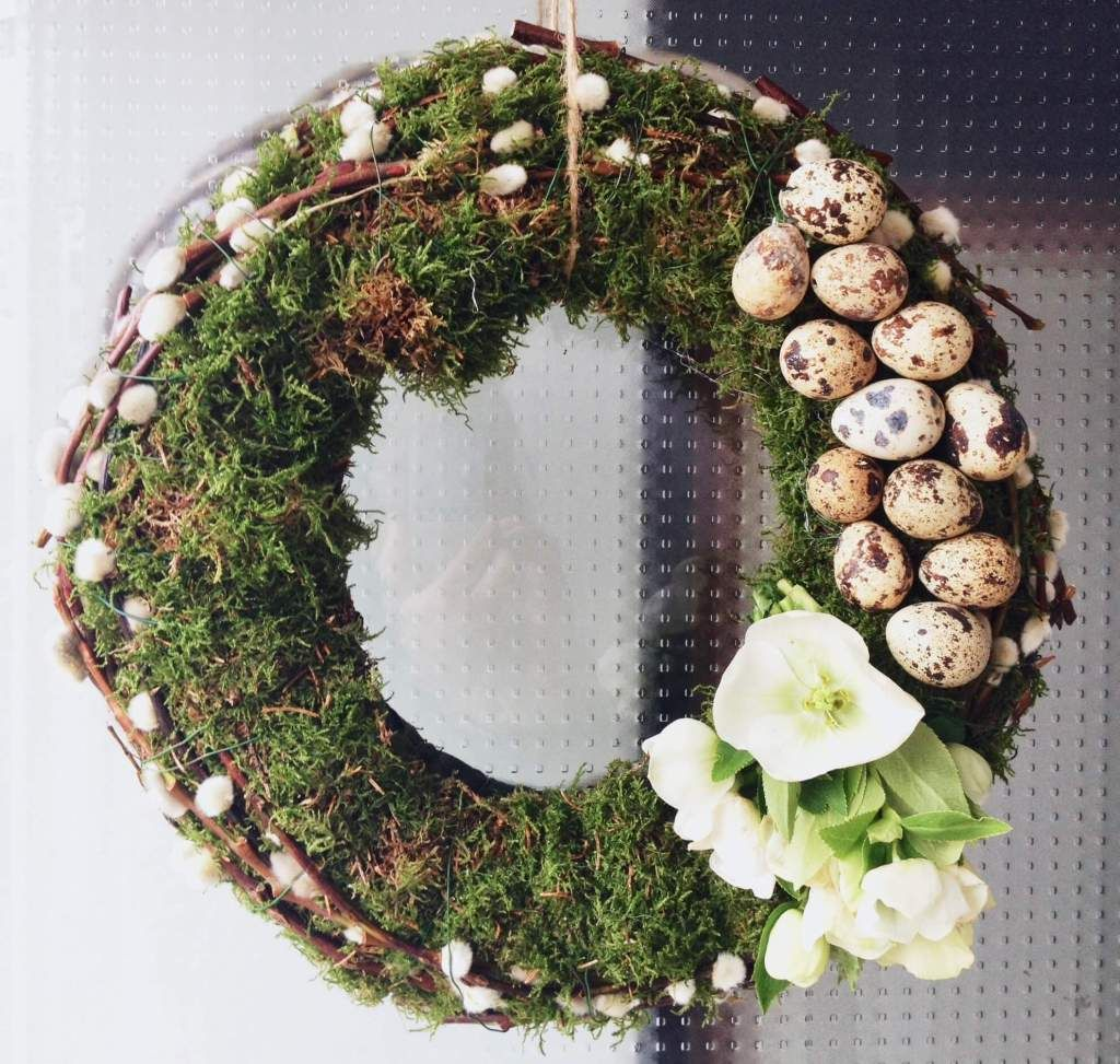 Photo of Kranz für die Haustür für Ostern selber machen: Dekoration aus der Natur mit Moos und Zweigen
