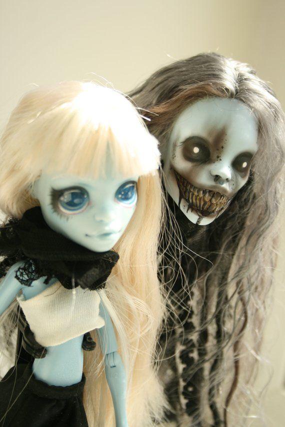 Ähnliche Artikel wie VERKAUFT!!! OOAK benutzerdefinierte Monster High Puppen Hexe und Dämon auf Etsy