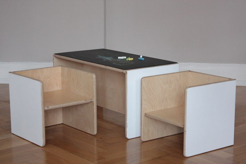 Das Set 2 besteht aus einem *Kindertisch-Modell 2* inkl ...