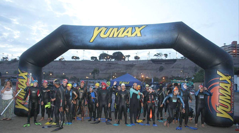 Los competidores partieron desde la playa Pescadores y esperan llegar a la playa Cantolao en un promedio de 6 horas de nado.