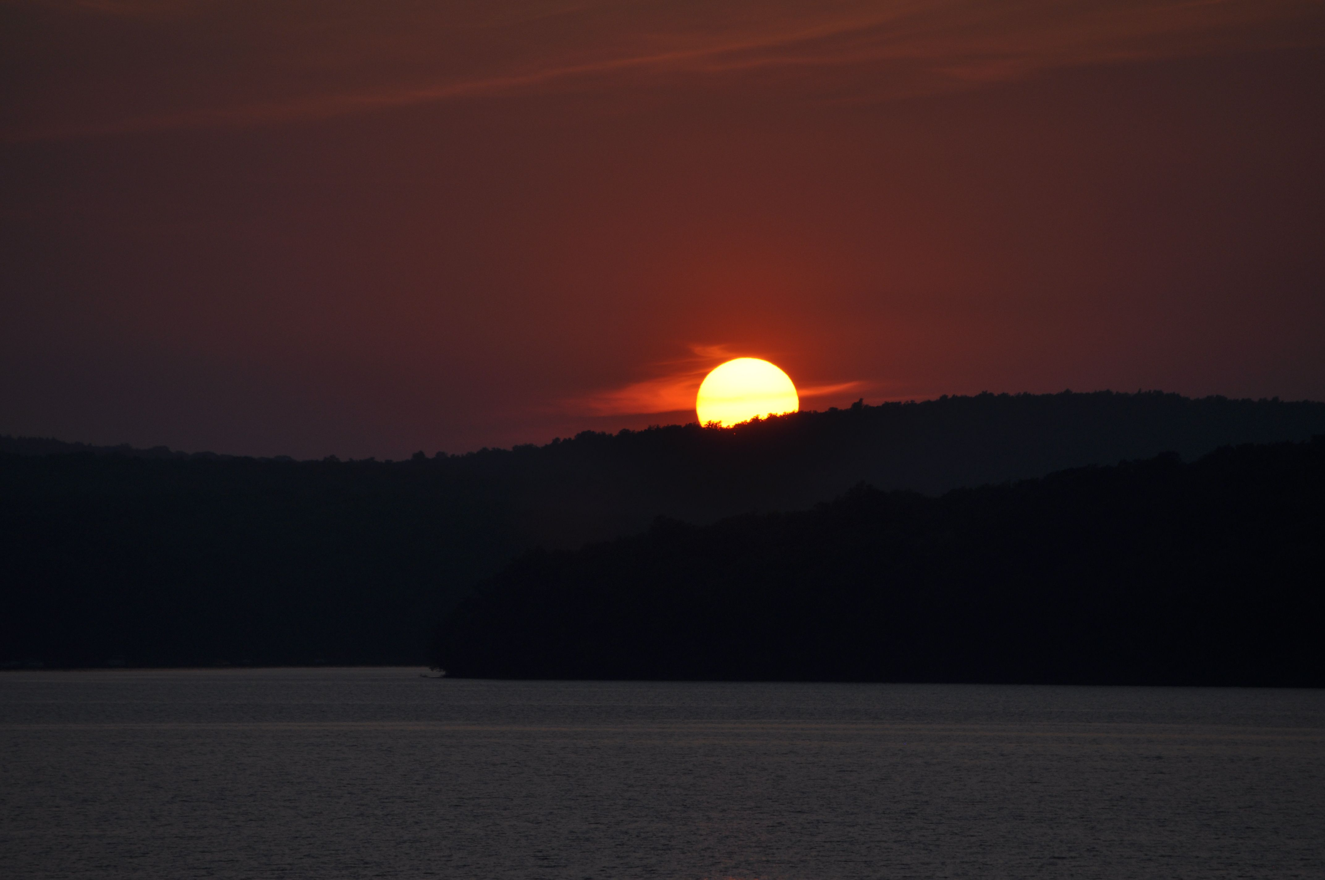A Darker Sunset On Lake Wallenpaupack In The Pocono Mountains