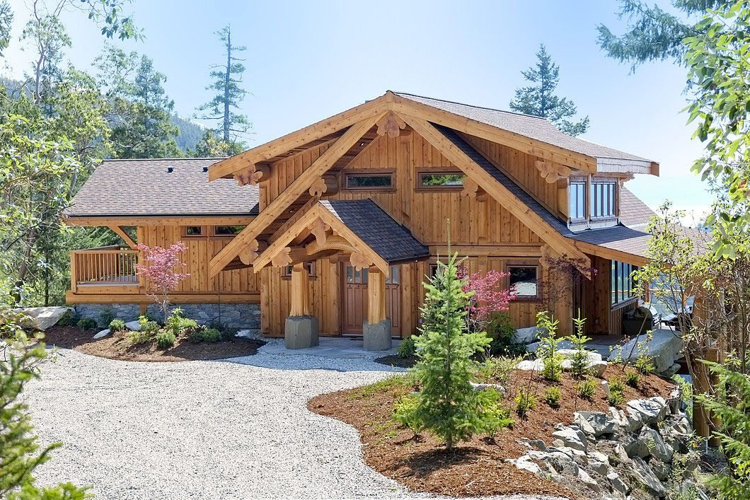 Sunshine Coast Mountainside Log Home With Superb