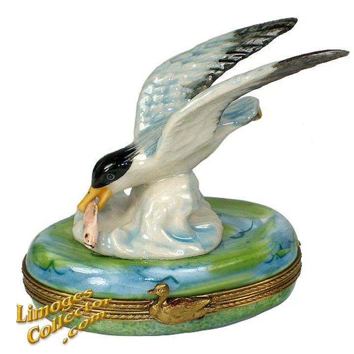 SEAGULL CATCHING FISH LIMOGES BOX (RETIRED)