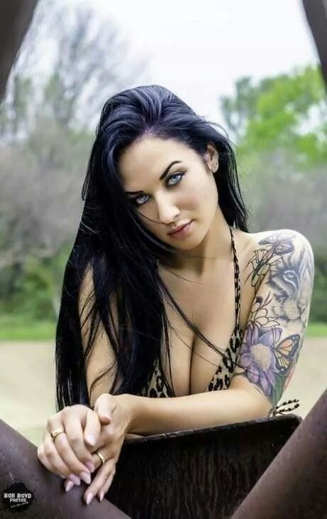 hair long with tattooed Hot brunette women