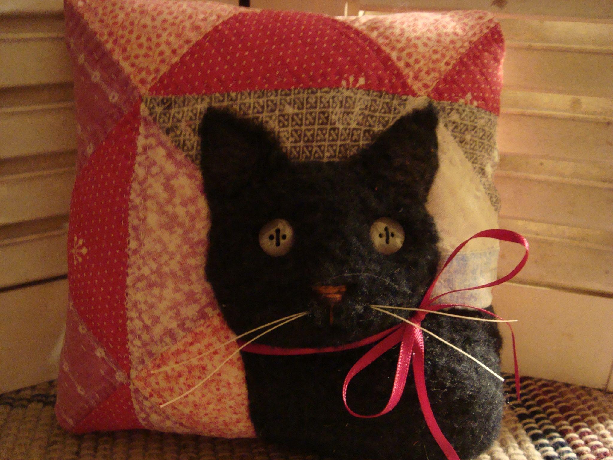 Old Quilt Black Cat Pillow Antique Quilt Animal Pillows Pinterest Black cats, Pillows and Cat