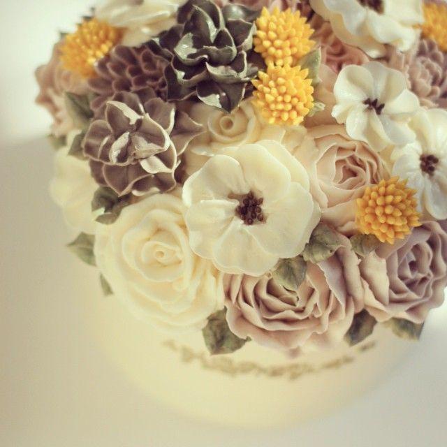 #buttercream #flowercake #ollicake #olliclass #blossom #anemone #succulent #english rose #partycake #autumn www.facebook.com/ollicake
